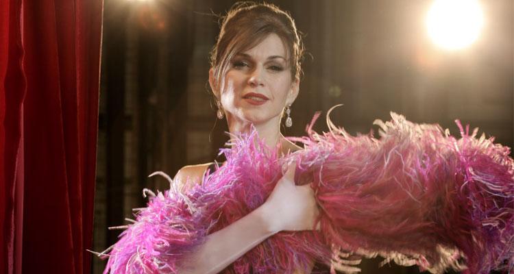Photo of O talento e a sensualidade das personagens de Adriana Garambone