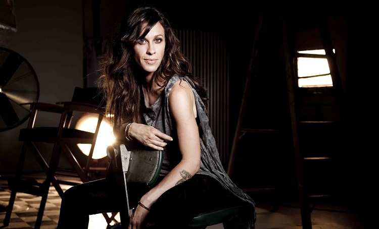 Photo of Alanis Morissette se une ao elenco de 'Jagged Little Pill' em live beneficente