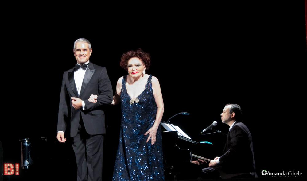 Photo of Bibi Ferreira recebe troféu de Prêmio de Teatro Musical que a homenageia