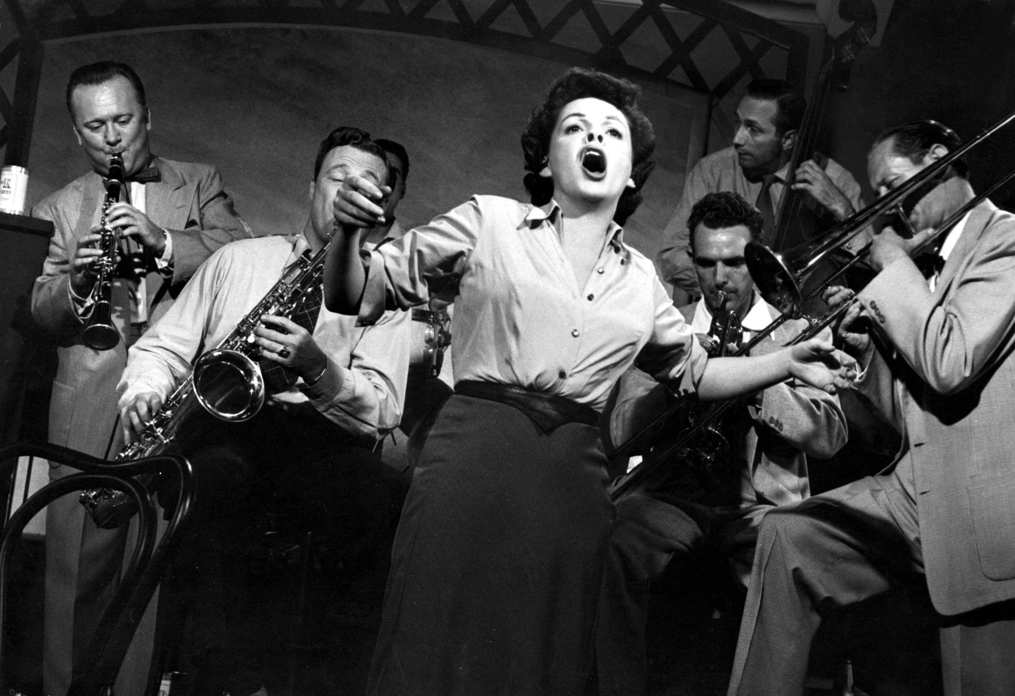 still-of-judy-garland-in-a-star-is-born-(1954)-large-picture