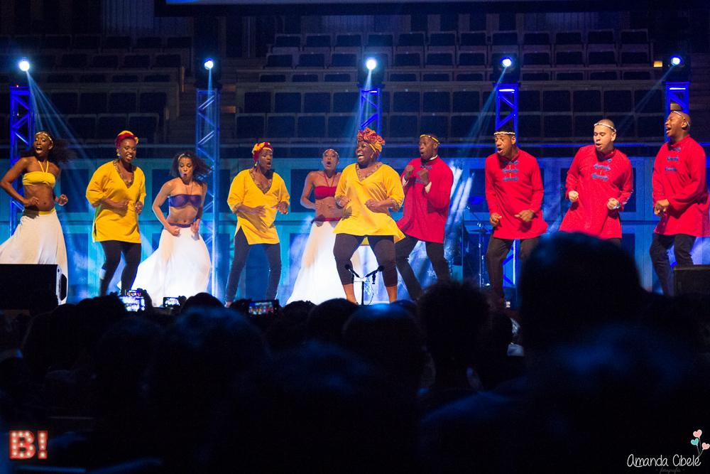 """Photo of Atores de """"O Rei Leão"""" brilham no palco do Troféu Raça Negra 2014"""