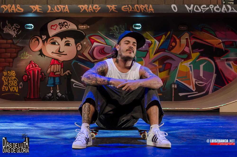 """Photo of Conheça DZ6, o protagonista de """"Dias de Luta, Dias de Glória – Charlie Brown Jr, o Musical"""""""