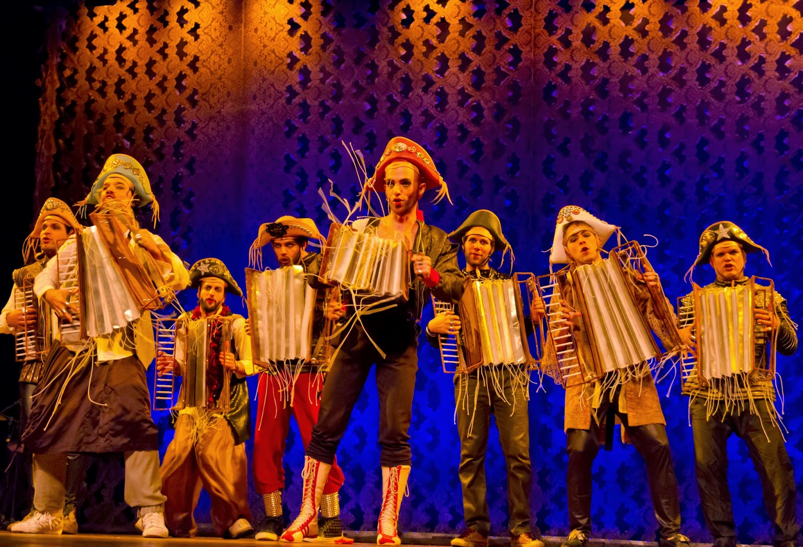 Photo of Musicais saem dos teatros e ganham apresentações gratuitas ao ar livre