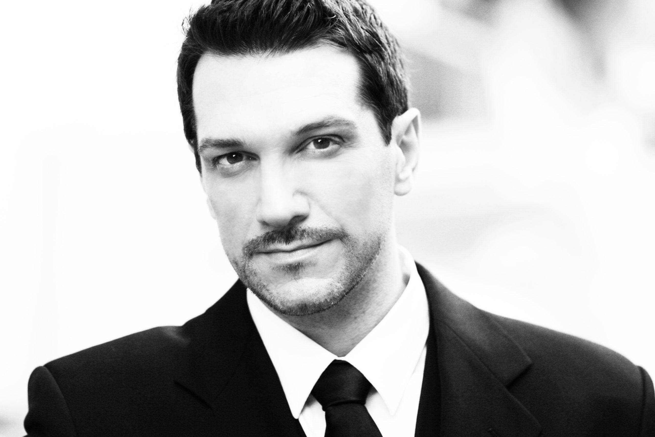 "Photo of Paulo Szot será Henry Higgins em revival de ""My Fair Lady"""