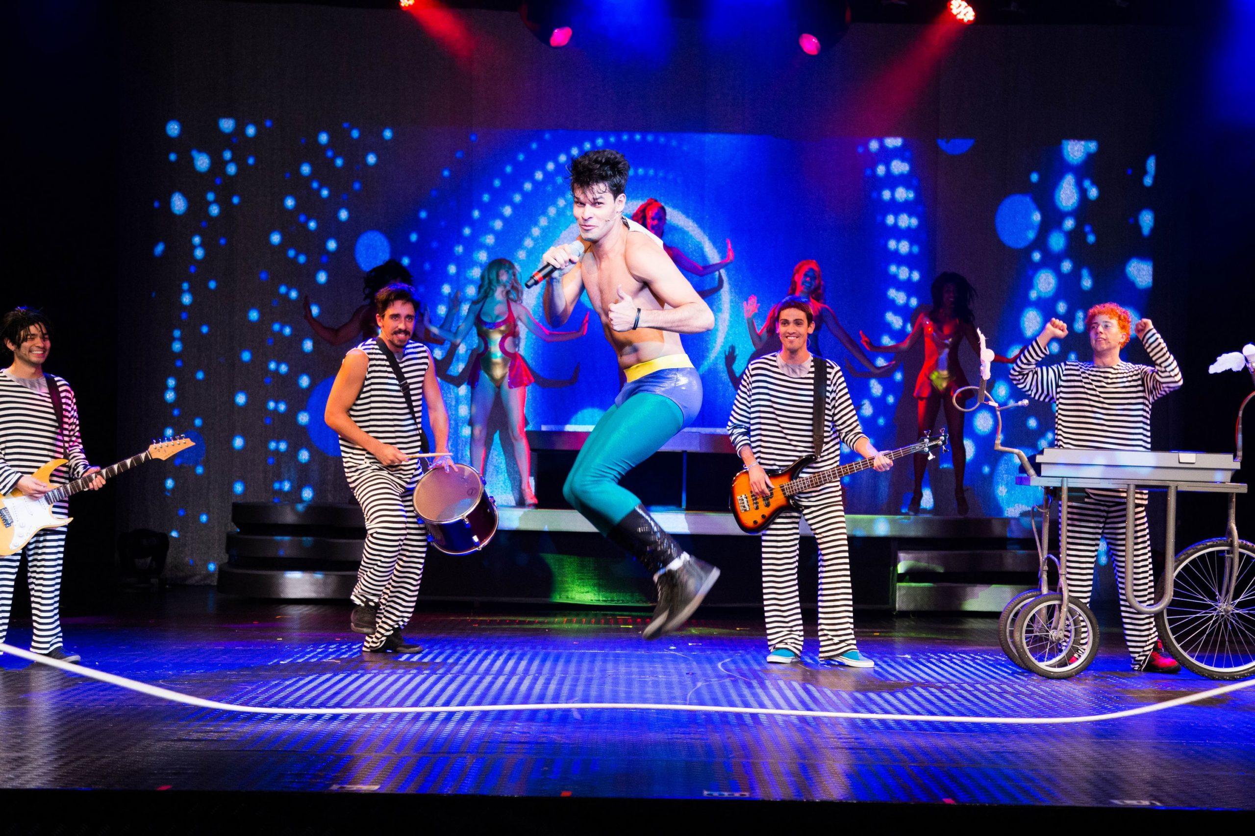 """Photo of """"O Musical Mamonas"""" completa 100 apresentações e inicia turnê pelo Brasil"""