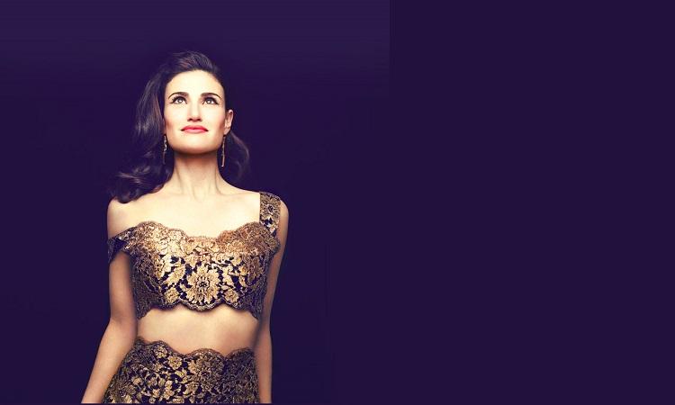 """Photo of Idina Menzel fará leitura do musical """"Jagged Little Pill"""", baseado no disco de Alanis Morissette"""