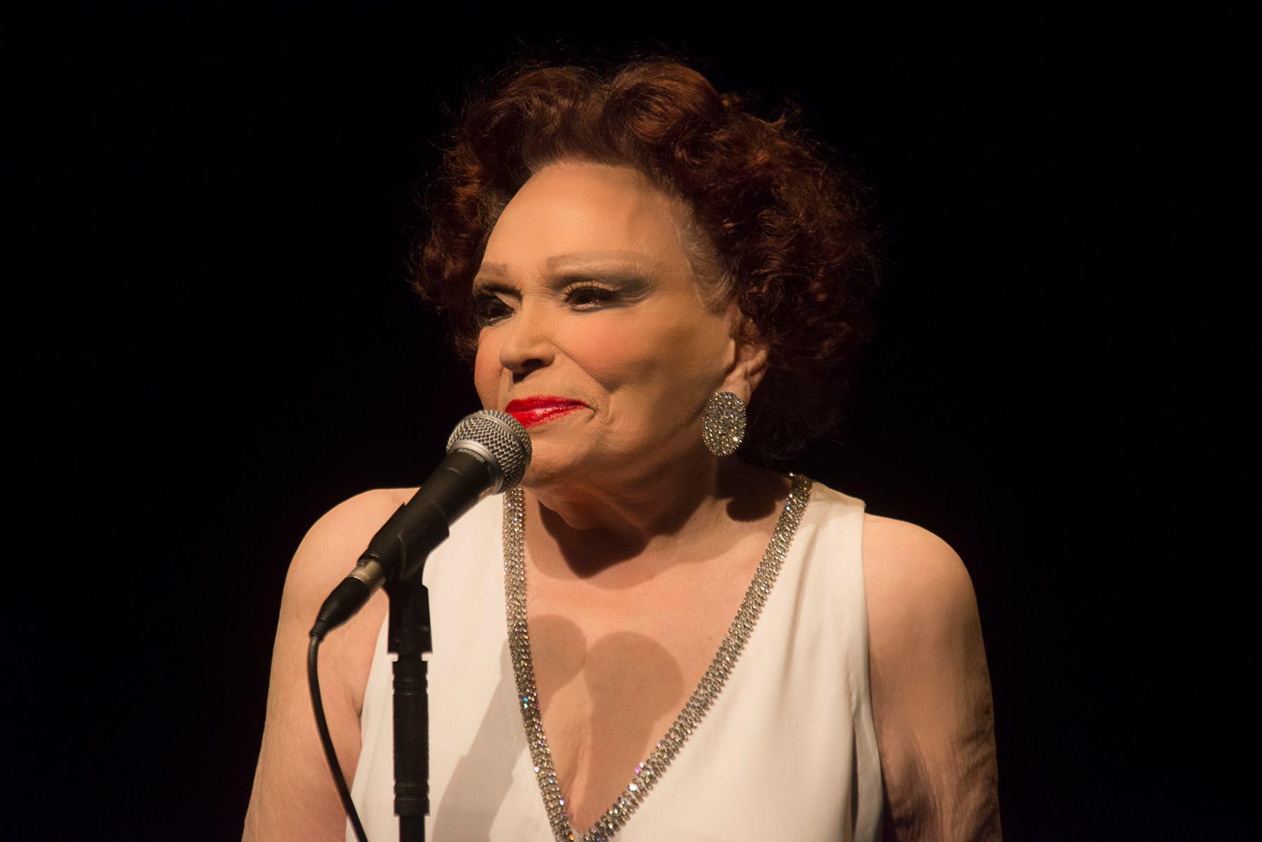 Photo of Aos 96 anos, Bibi Ferreira comunica afastamento dos palcos