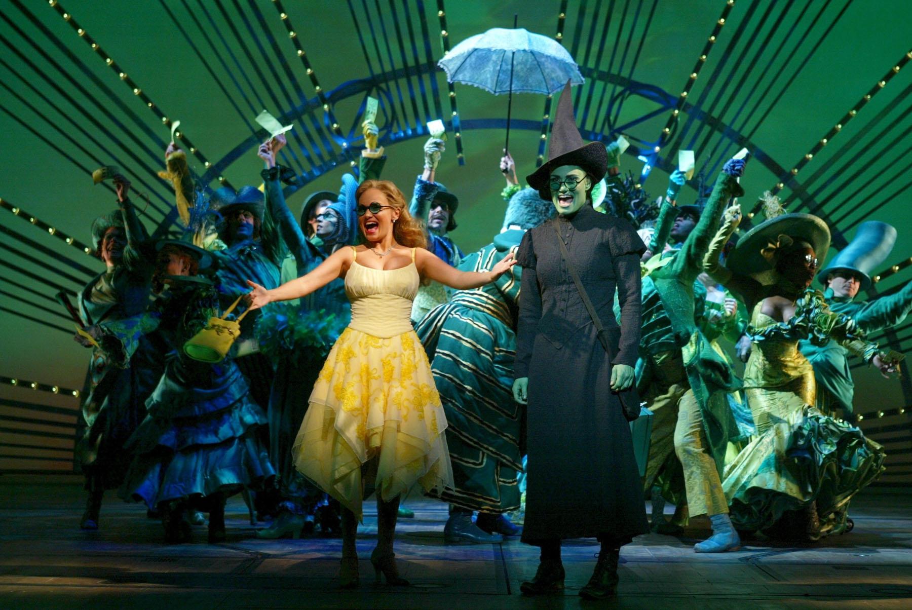 Photo of Idina Menzel e Kristin Chenoweth participam de concerto de 15 anos de Wicked