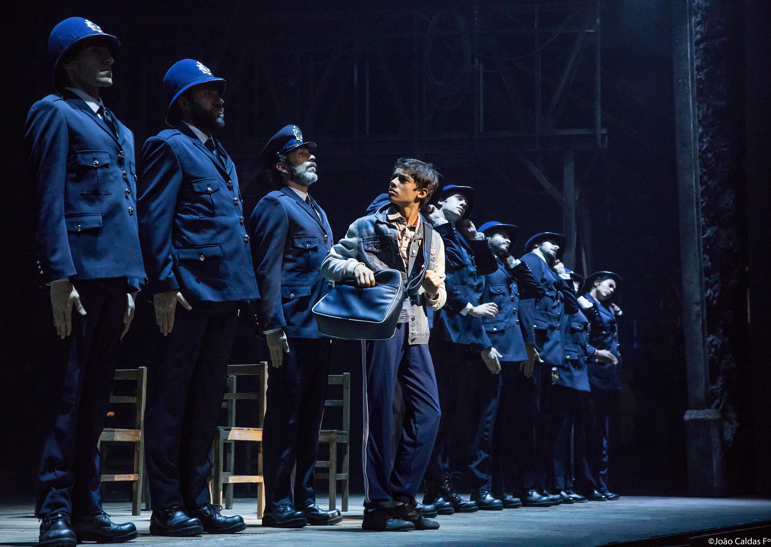 """Com ajuda do diretor, elenco de Billy encontrou a """"revolta"""" necessária para o musical © Joao Caldas Fº"""