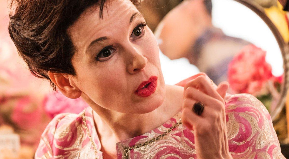 Atriz Renée Zellweger caracterizada como Judy Garland