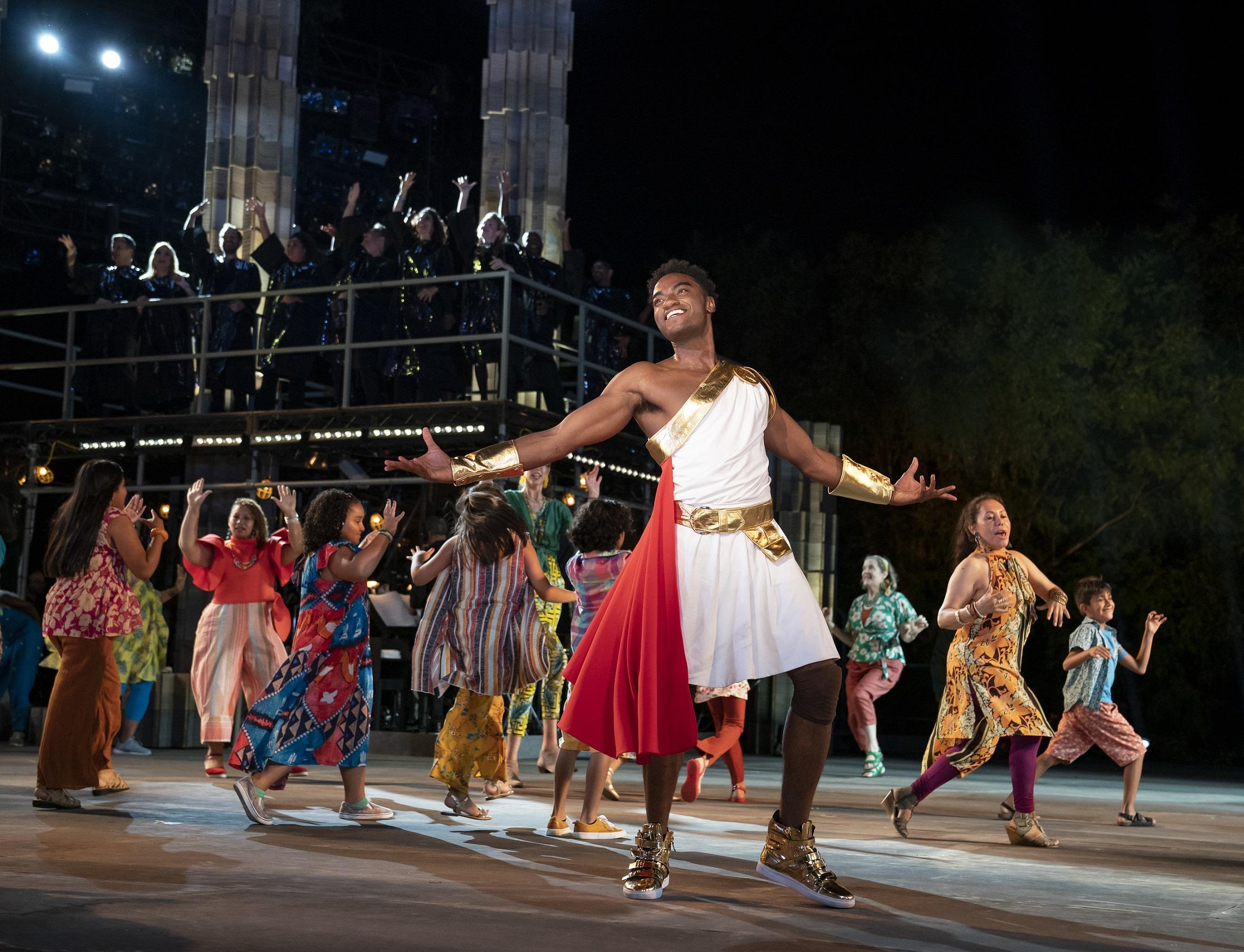 """Photo of Veja as primeiras imagens do musical """"Hércules"""" no Central Park"""