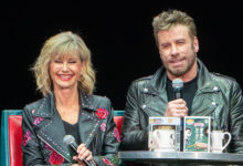 Photo of John Travolta e Olivia Newton-John revivem tempos de 'Grease' em evento especial na Flórida