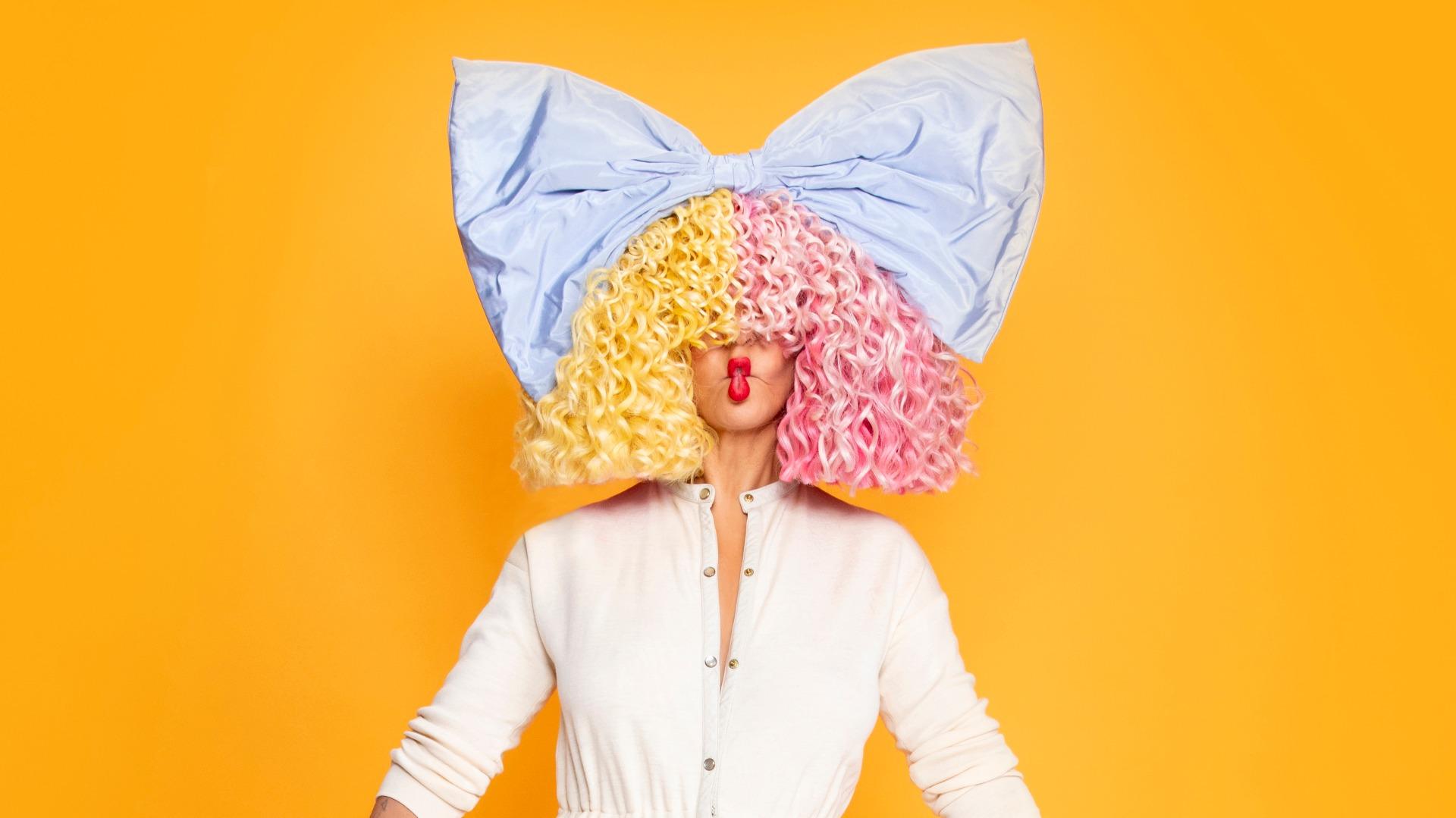 Cantora Sia lançará filme musical - A Broadway é Aqui!